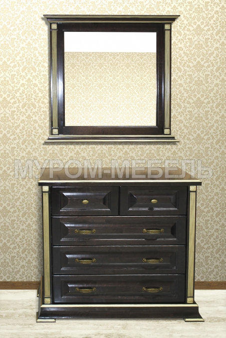 Здесь изображено Комод и зеркало из серии