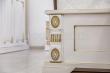 Здесь изображено Кровать Пальмира (белая эмаль с золотой патиной)